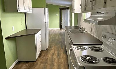 Kitchen, 200 Raider Ln, 1
