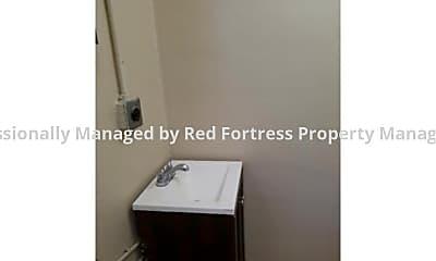 Bathroom, 2923 Meadow Ave, 2