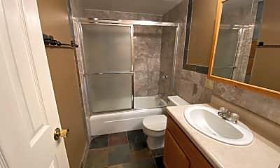 Bathroom, 1527-1607 W. 9th Street, 2