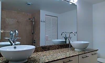 Bathroom, 41 SE 1st St, 2