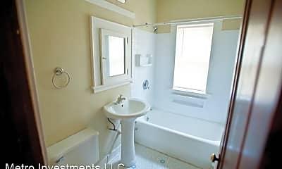 Bathroom, 3817 N Humboldt Blvd, 2