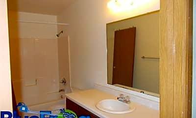 Bathroom, 324 Joseph St, 2