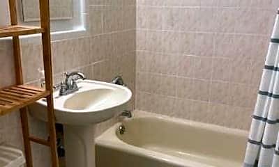 Bathroom, 15 Canterbury Rd D-18, 2