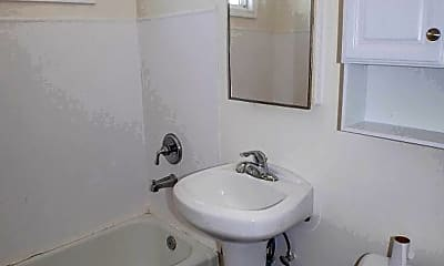 Bathroom, 5032 W Point Loma Blvd, 2