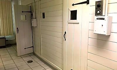 Bathroom, 1 Renaissance Pl 201, 2