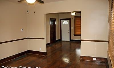 Building, 1002 W Chestnut St, 1