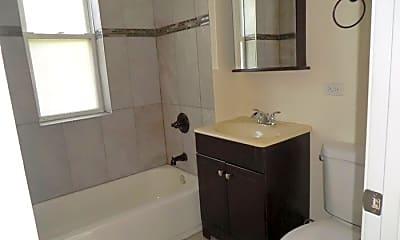Bathroom, 6203 N Ravenswood Ave, 1