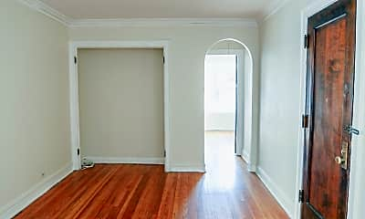 Living Room, 5050 N Winchester Ave, 1
