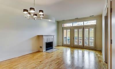 Living Room, 330 N Clinton Street #407, 1