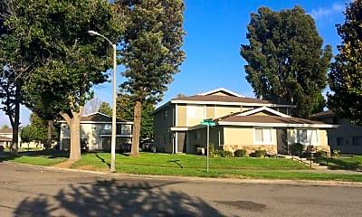 Breezewood Park Apartmenits, 0