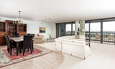 Living Room, 2450 Presidential Way, 2