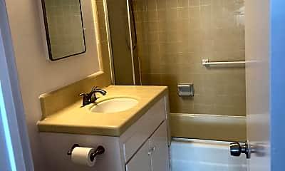 Bathroom, 341 Concord St, 2