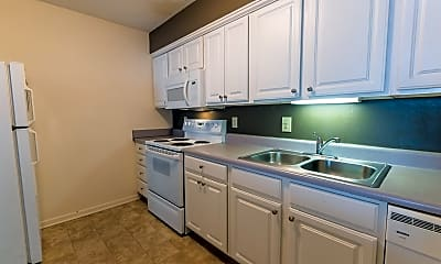 Kitchen, 1050 Waters Edge Dr, 1