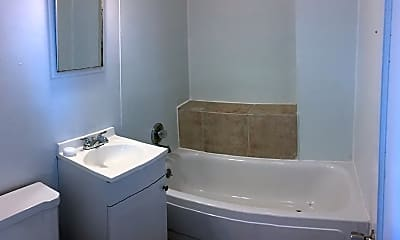 Bathroom, 1015 N Harrison Ave, 2