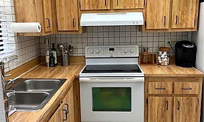 Kitchen, 6061 Shaker Wood Cir 108, 1