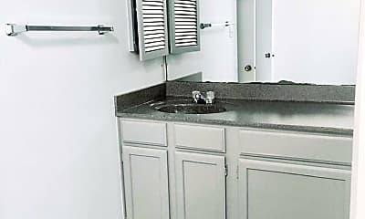 Kitchen, 923 E 41st St, 2