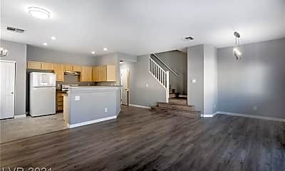Living Room, 3520 Hazelnut Pine Pl 2, 1