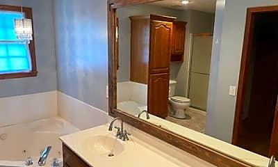 Bathroom, 2530 W Lasalle St, 2