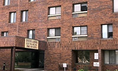 Brooks Landing Apartments, 1