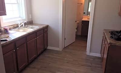 Bathroom, 7 Phlegar St, 2