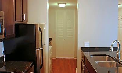 Lexington Hills Apartments, 1