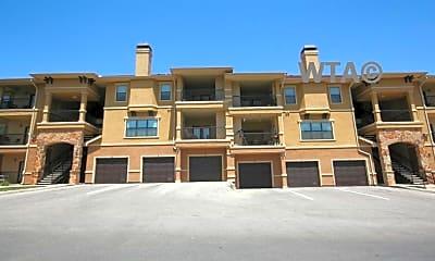 Building, 215 North Loop 1604E, 1
