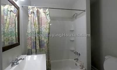 Bathroom, 810 Fairfield Ave, 2