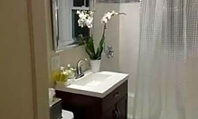 Bathroom, 58 Rosewood St, 1