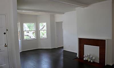 Living Room, 1124 Hampel St, 1