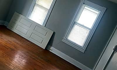 Living Room, 511 S Braddock St, 1