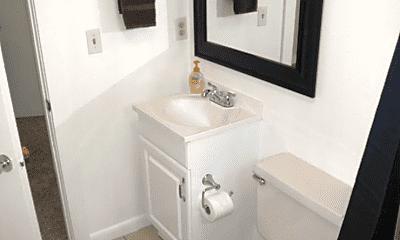 Bathroom, 600 E Geneseo St, 2