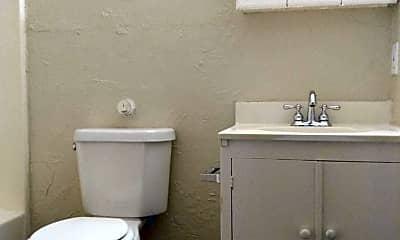 Bathroom, 921 N Fitzhugh Ave, 2