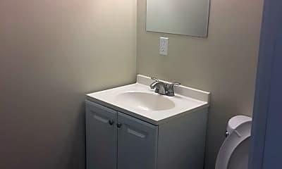Bathroom, 428 Stevenson St, 1