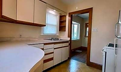 Bathroom, 1311 Yonge St, 2