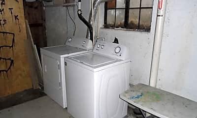 Bathroom, 1800 Laramie St, 2