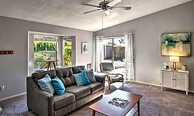 Living Room, 917 E Wahalla Ln, 2