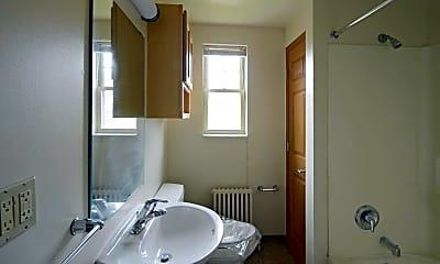 Bathroom, Livingston Park Apartments, 2