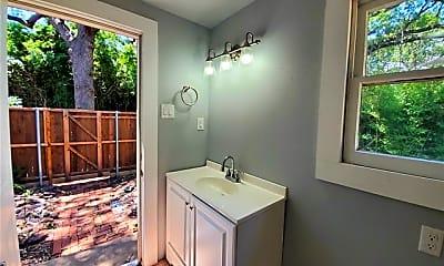 Bathroom, 607 Woodland St, 2