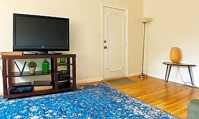 Living Room, 4420 Illinois St, 1