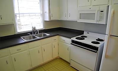 Kitchen, 620 E 53rd St, 1