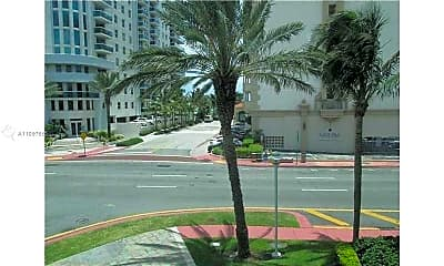 9172 Collins Ave 306, 2