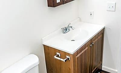 Bathroom, 1535 Poplar Dr, 2
