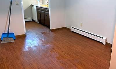 Living Room, 624 Garrison Ave, 2