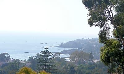 1084 Coast View Dr, 1