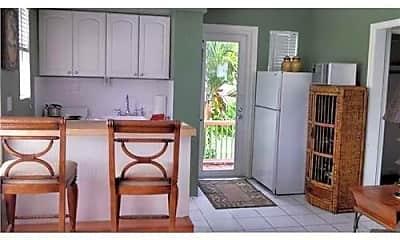 Living Room, 121 N Golfview Rd, 1