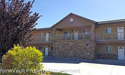 Building, 404 S Schwartz Ave, 1