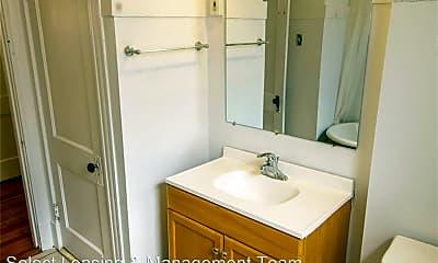Bathroom, 6009 Kingsbury Ave, 2