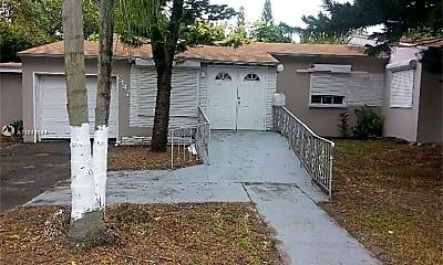 Patio / Deck, 2447 Pierce St 3, 1