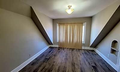Living Room, 313 S Prairie Ave, 2