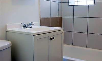 Bathroom, 5101 W Monroe, 2